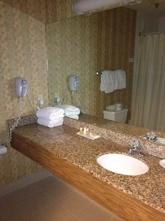 Inn on the Square: nice clean bathroom