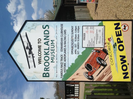 Weybridge, UK: Brooklands Museum