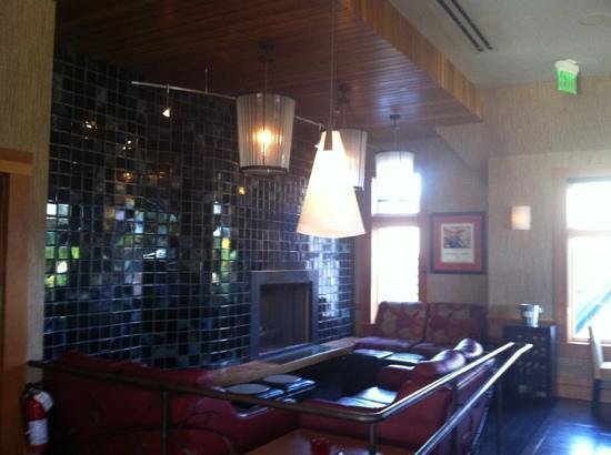 Lake Oswego, OR: Bar Seating Area