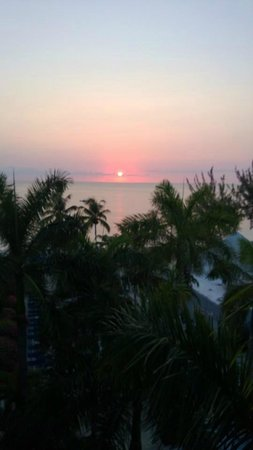 Grand Cayman Beach Suites: Sunset from balcony - 8th floor