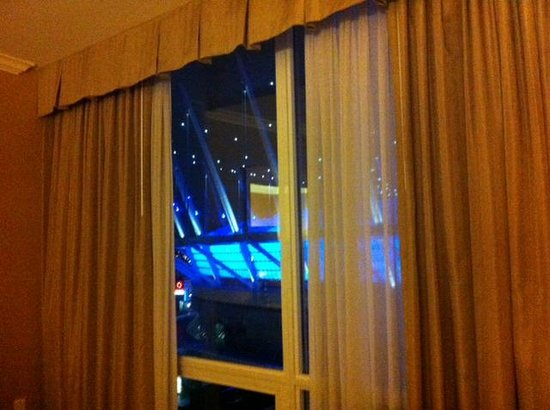 Hampton Inn & Suites Downtown Vancouver: The blue spaceship otherwise known as B.C. Place