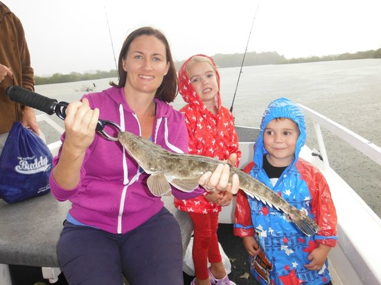 Tewantin, Австралия: Hansa with a 50cm Flathead caught in Weyba Creek