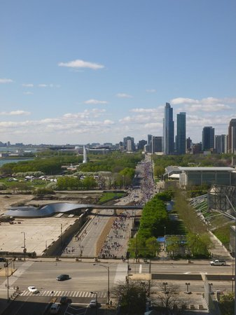 Fairmont Chicago Millennium Park: View from the room with a mother's day 5k in the background