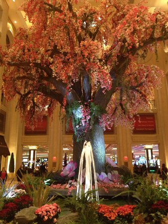 The Palazzo Resort Hotel Casino: Spring at the Palazzo - entrance to casino