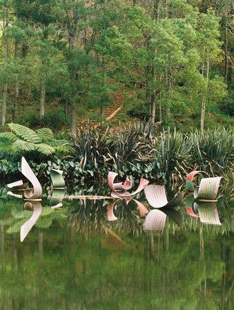Snells Beach, Nueva Zelanda: Sculpture by Jeff Thomson