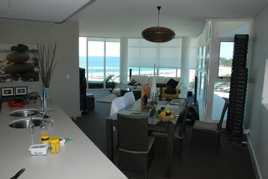 Kirra Surf Apartments: Living Area