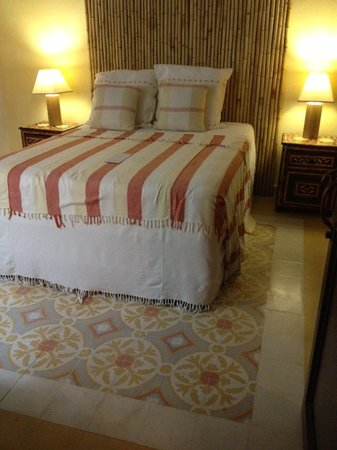 La Terraza Hotel: Our lovely bedroom with stunning tile floors!