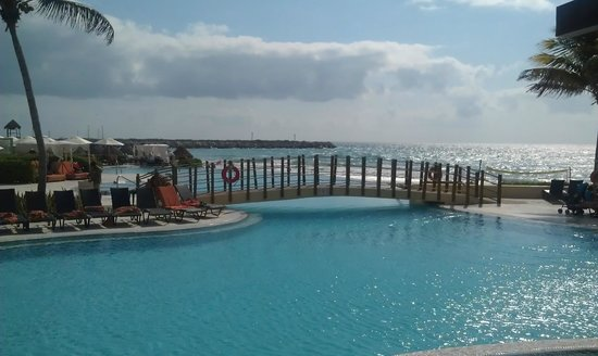 Now Jade Riviera Cancun Resort & Spa: The pool.