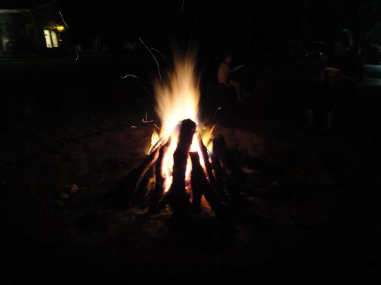 Grove, Οκλαχόμα: bonfire on Saturday nights