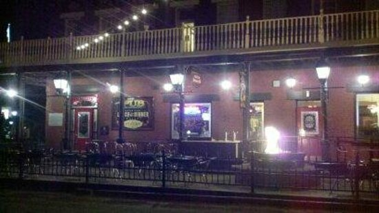 Carson City, NV: Firkin & Fox Showing Fire Pit and Outside Dining Area