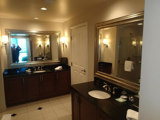 Signature at MGM Grand: huge full bathroom