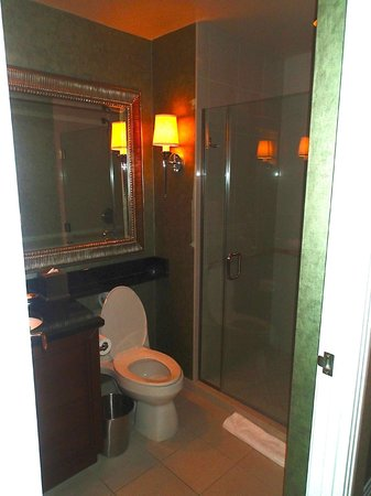 Signature at MGM Grand: second bathroom in suite