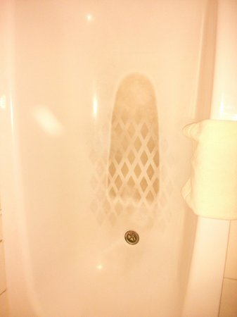 Sofitel Fiji Resort & Spa: dirty bathtub