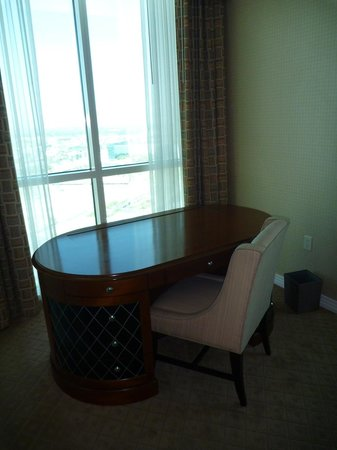 Signature at MGM Grand: Desk area in 1 bedroom suite