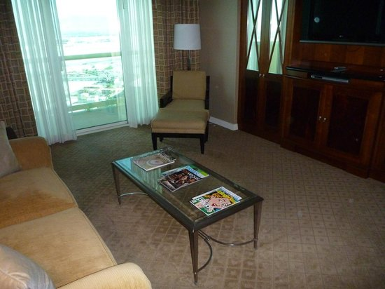 Signature at MGM Grand : Living area in 1 bedroom suite