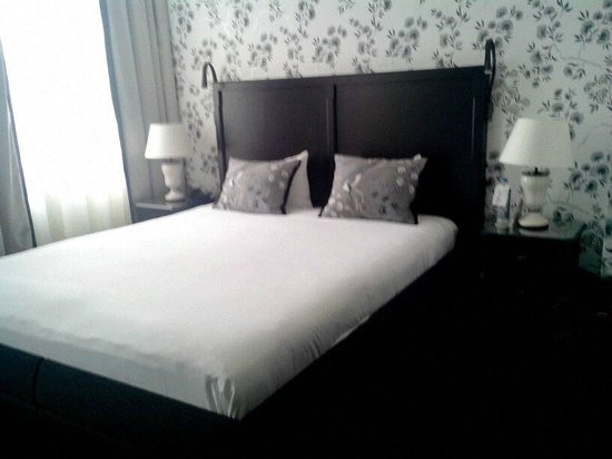 Sandton Hotel Pillows Brussels: Chambre