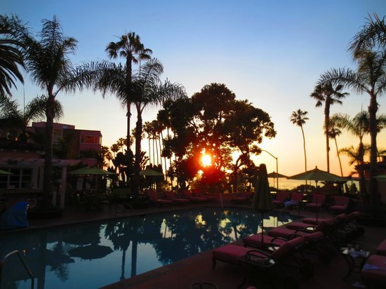 La Valencia Hotel: The pool at sunset
