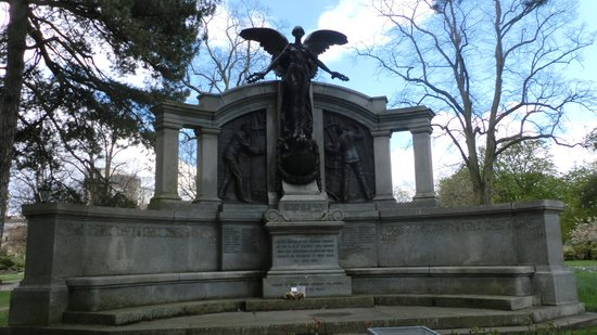 Hampshire, UK: Southampton memorial to Titanic engineers