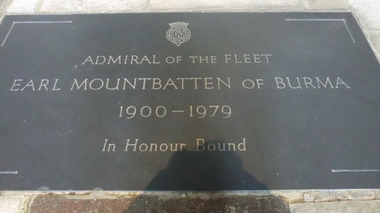 Hampshire, UK: Earl Mountbatten Grave Romsey Cathedral