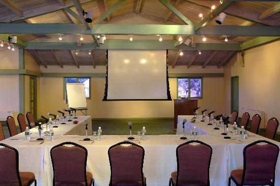 Long Bay Beach Resort & Villas: Conference Room
