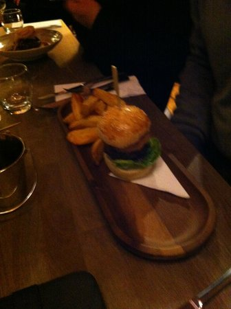 Tavistock, UK: 1/4 Lbs Burger and Fries