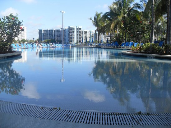Crowne Plaza Hollywood Beach: pool area