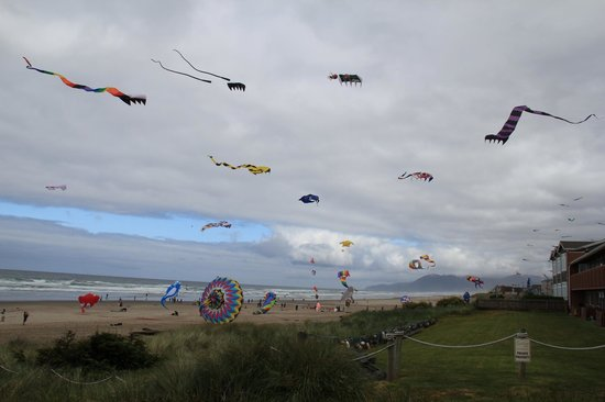 Rockaway Beach, OR: Annual Kite Festival in downtown beach area