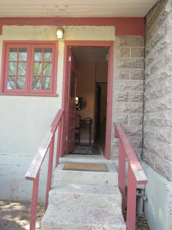 Downtown Historic Bed & Breakfasts of Albuquerque: Separate entrance to private parking spot for Gold Room in Spy House