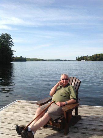 Port Carling, Kanada: Relaxing on the dock...with view of Lake Rosseau
