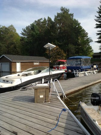 Shamrock Lodge: Dock with boats...