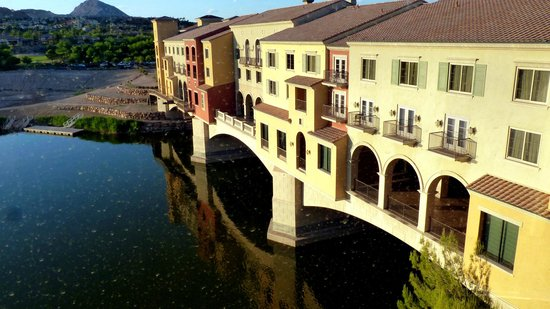 Hilton Lake Las Vegas Resort & Spa: View to Ponte Veccio wing