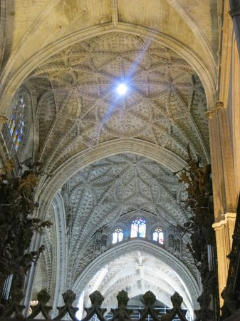 Seville cathedral interior picture of seville cathedral - Catedral de sevilla interior ...