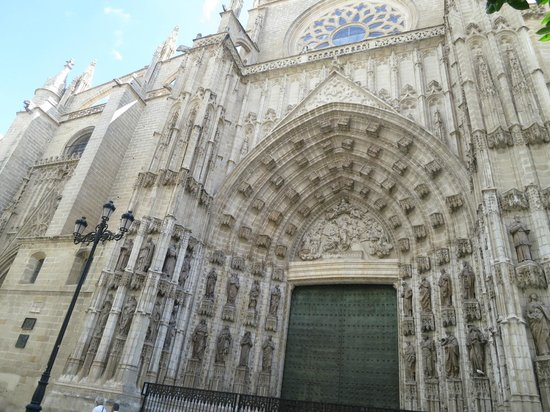 Seville cathedral exterior picture of seville cathedral for Exterior catedral de sevilla