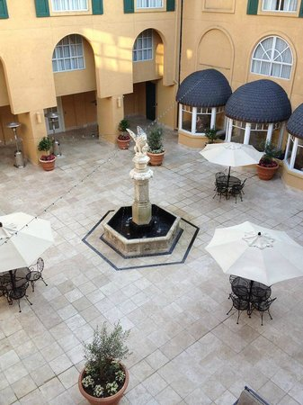 Lafayette, Californien: The courtyard
