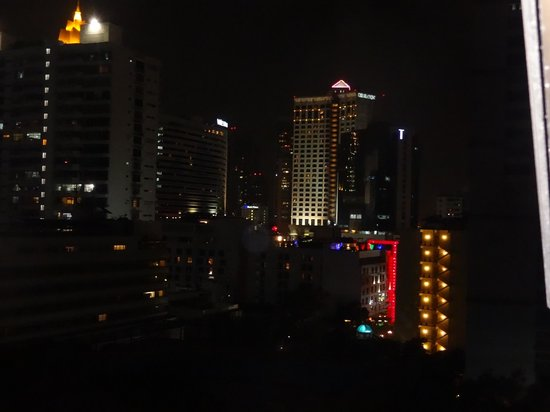 Royal President Bangkok: Night view