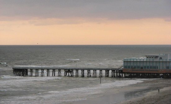 Wyndham Ocean Walk: View of the Fishing Pier from South Tower Oceanfront Balcony.