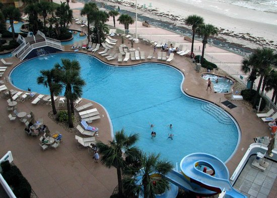 Wyndham Ocean Walk: Nice pool complex viewed from South Tower Oceanfront Balcony.