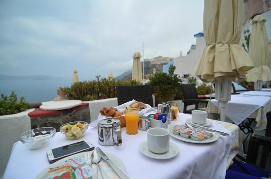 Hotel Kavalari: Breakfast with caldera view