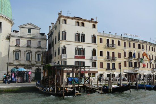 Hotel Antiche Figure: View of hotel from across the Grand Canal