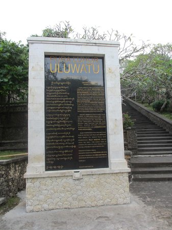 Uluwatu, Indonesia: Monument, READ It