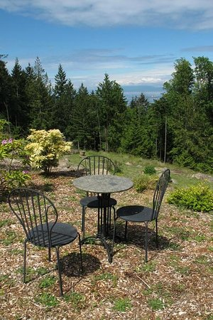 Gabriola Island, Canada: You can have breakfast outdoors, if the weather is right