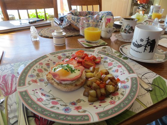 Howe Island Winery B&B: wonderful breakfast