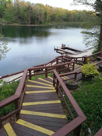 Marshalls Creek, PA: Steps down to the pier