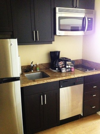 ‪‪TownePlace Suites Mississauga-Airport Corporate Centre‬: Kitchenette‬