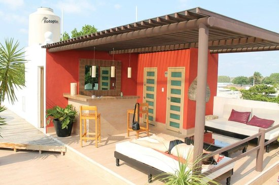 Hotel Julamis: Rooftop bar and lounge area