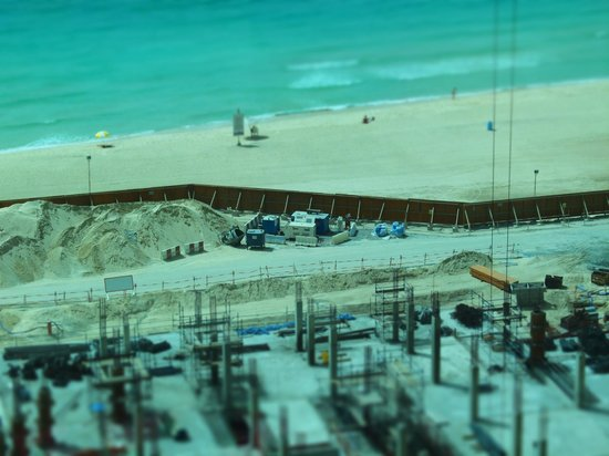 Sofitel Dubai Jumeirah Beach: building a new mall in front of the hotel