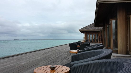 Kuredu Island Resort & Spa: O-restaurant terrace