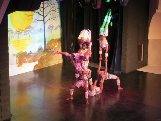 Lykia World Oludeniz: Entertainment - Kenyan Acrobats