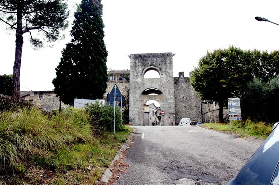 Todi, Itali: porta della cittadina