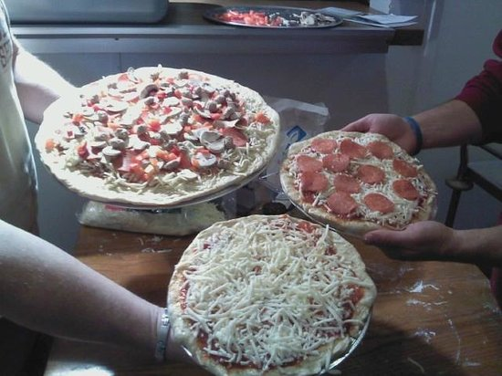 Mariposa, CA: Our first pizzas to go in the oven...